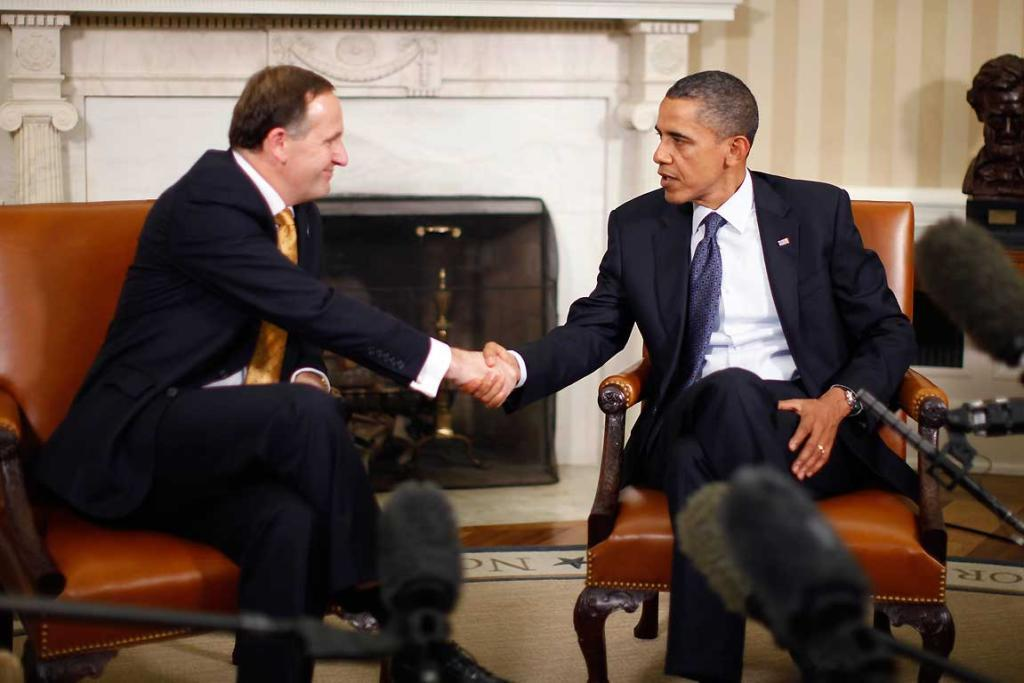US President Barack Obama (R) shakes hands with New Zealand's Prime Minister John Key in the Oval Office of the White House.