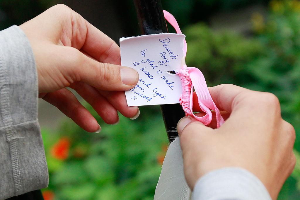 THOUGHTS AND PRAYERS: An Amy Winehouse fan puts a note outside Winehouse's home in London.