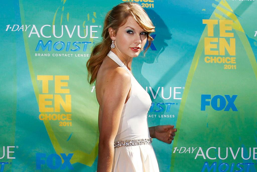 WHERE'S KANYE? Singer Taylor Swift arrives at the Teen Choice Awards in Los Angeles.