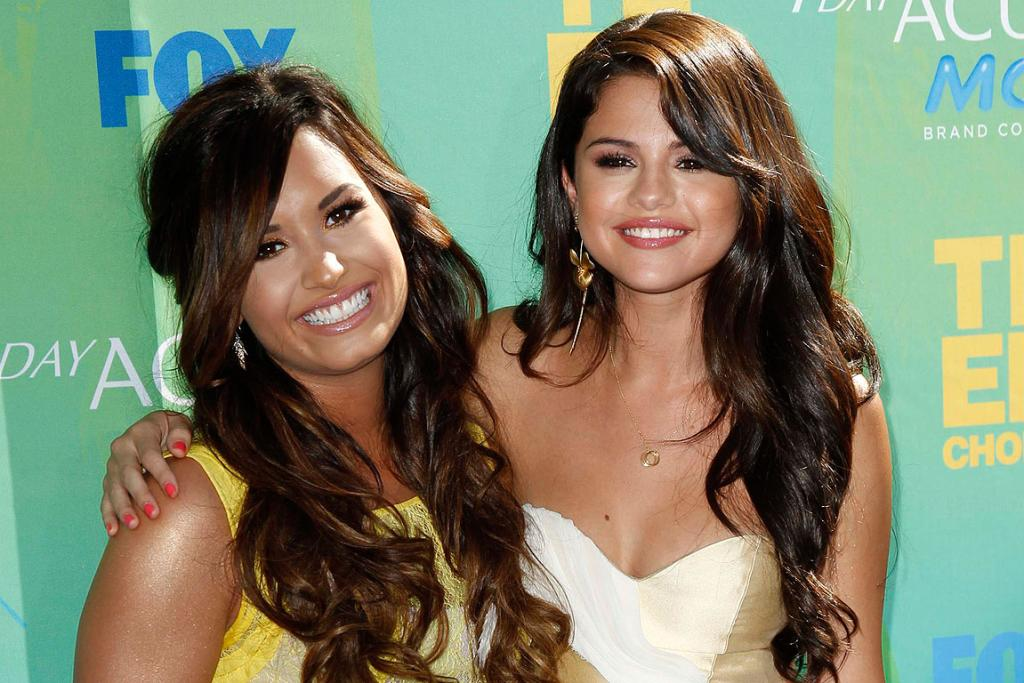 PLEASED TO SEE YOU: Singer Demi Lovato and actress Selena Gomez pose together as they arrive at the Teen Choice Awards in Los Angeles.