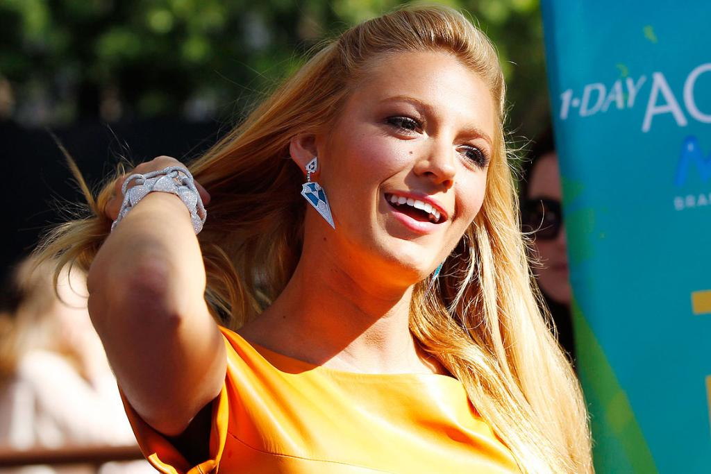 LOOK LIVELY: Actress Blake Lively arrives at the Teen Choice Awards in Los Angeles.