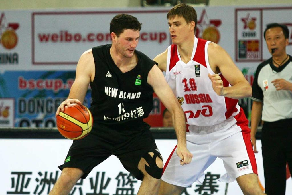 New Zealand big man Alex Pledger backs down his Russian defender at the Stankovic Cup.