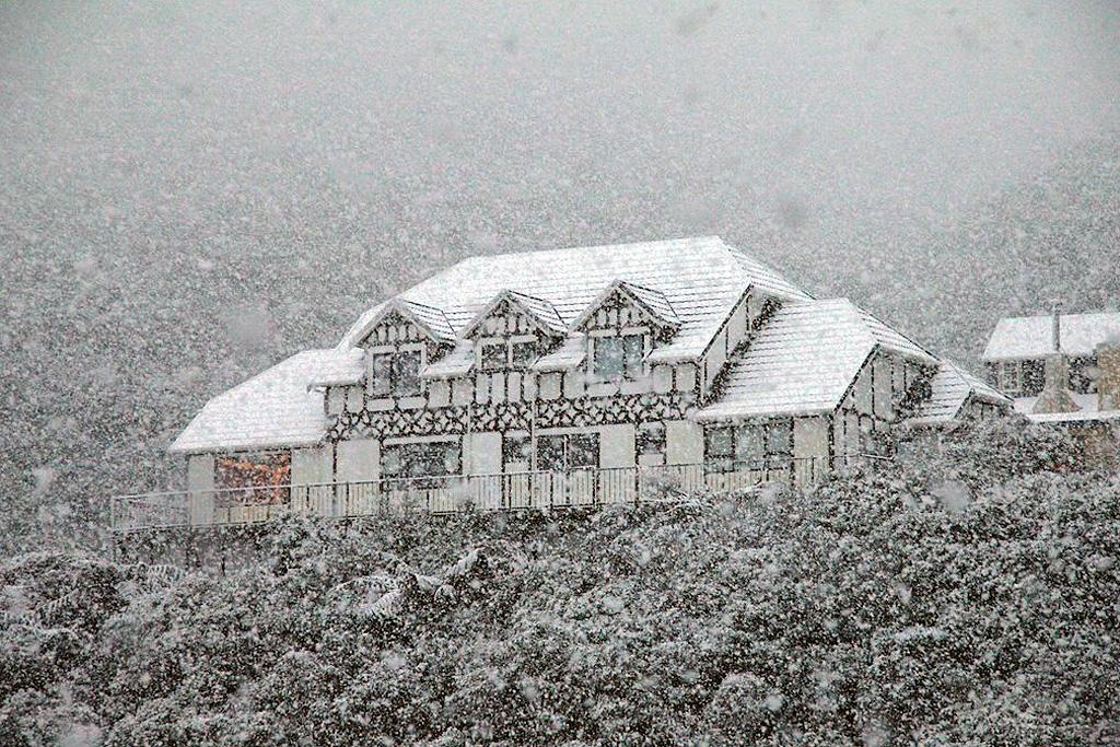 A house is blanketed in heavy snow at Ngaio.