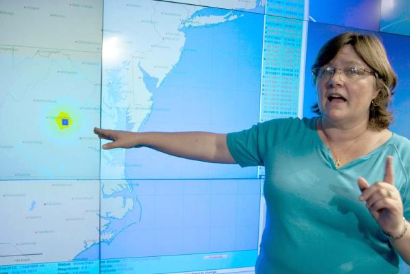Seismologist Lucy Jones with the Geological Survey (USGS) points to a map showing the Virginia earthquake epicentre at the Caltech-USGS media centre in Pasadena, Calif.