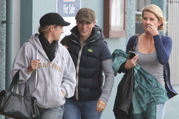 Zara Phillips and friends were seen enjoying a leisurely stroll around Dunedin this morning.