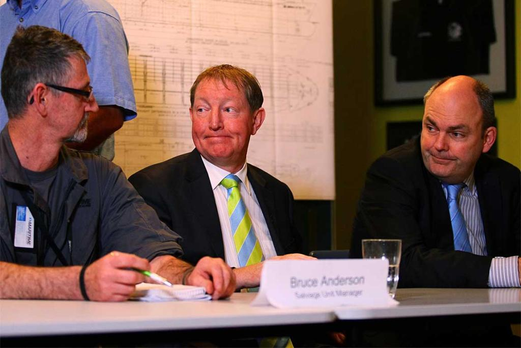 Environment Minister Nick Smith (centre) and Transport Minister Steven Joyce (right) at a public meeting in Tauranga to discuss the unfolding disaster.