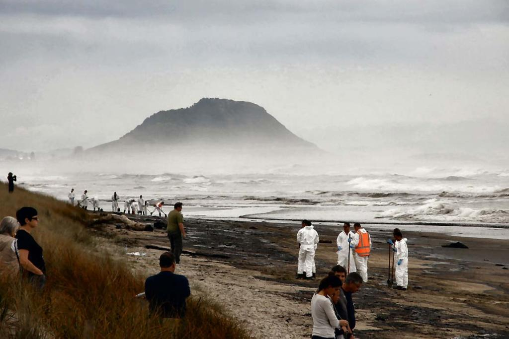 Papamoa Beach oil clean-up