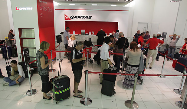 Qantas sales desk