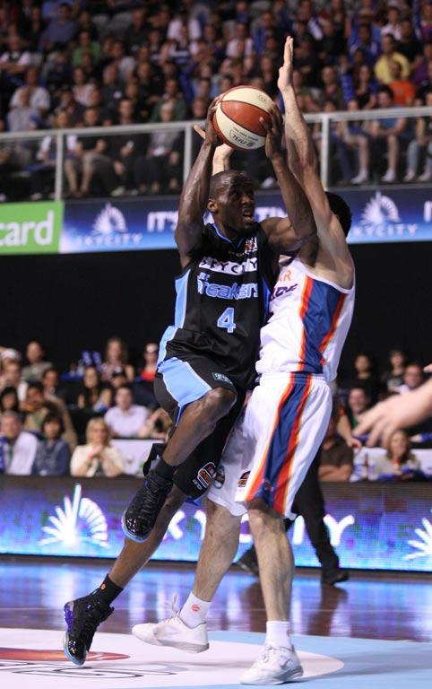 Breakers guard Cedric Jackson in action.