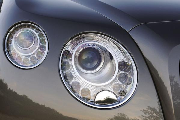 Bentley-Continental-GTC-headlight-g