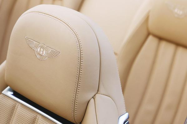 Bentley-Continental-GTC-seats-g