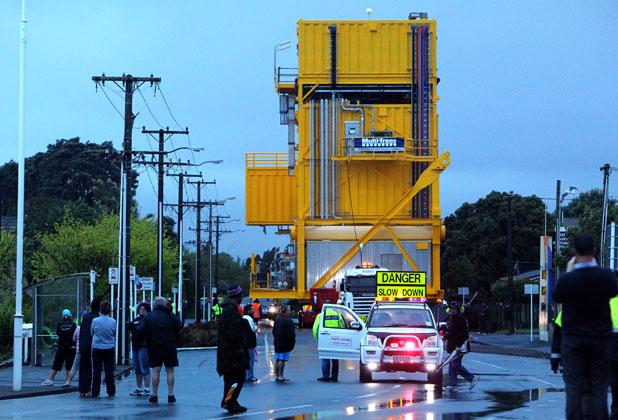The 650 tonne accommodation module started its journey from Fitzroy Engineering to Port Taranaki at 10.30pm Tuesday night and is expected to finish at 6.30am Wednesday morning