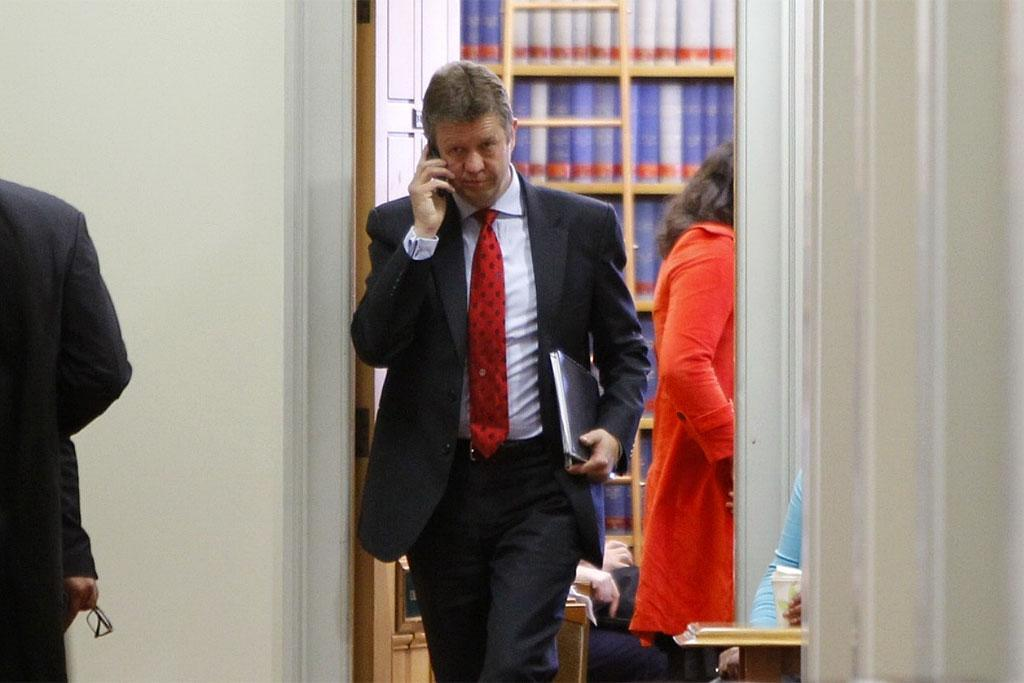 David Cunliffe walks out of the Labour caucus for morning tea.