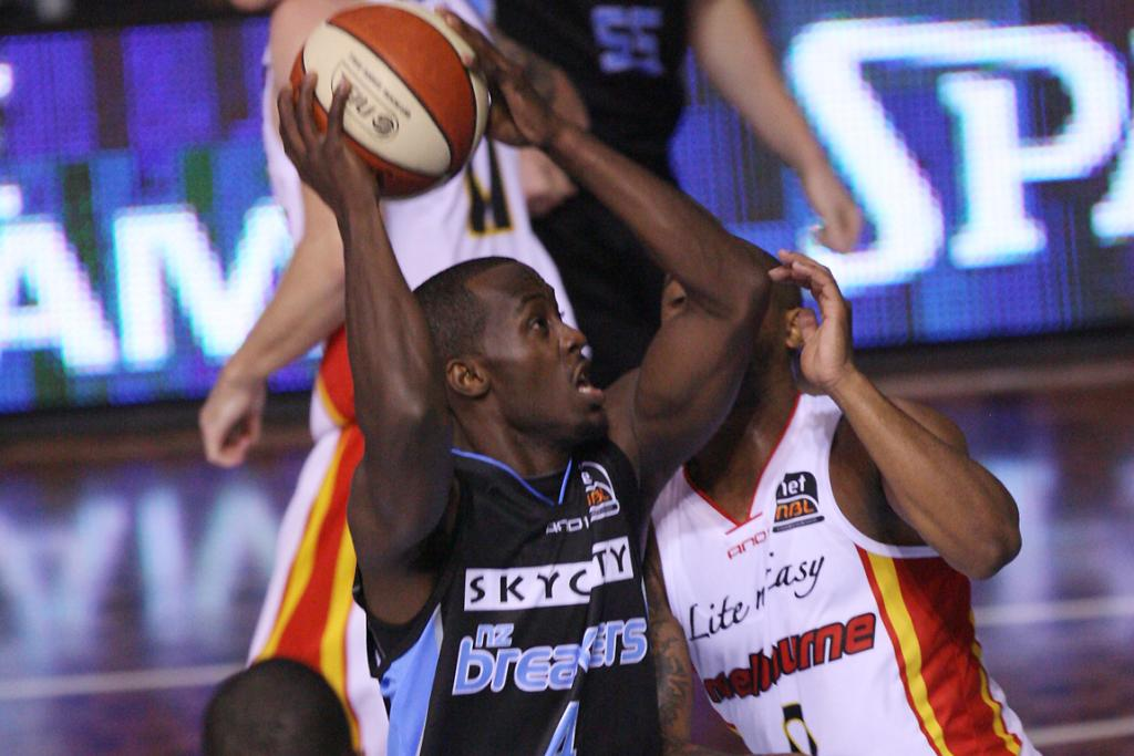 Breakers guard Cedric Jackson looks for a way through the Tigers defence.