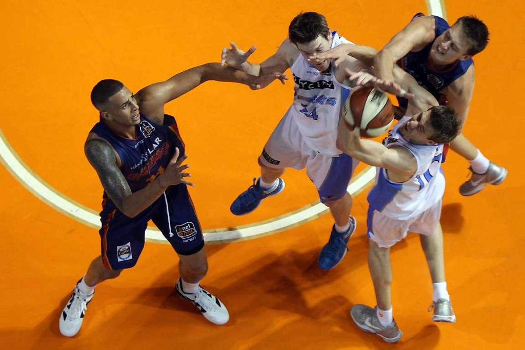 Diamon Simpson (L) and Daniel Johnson (R) of the 36ers competes with Dillon Boucher (C) and Tom Abercrombie of the Breakers.