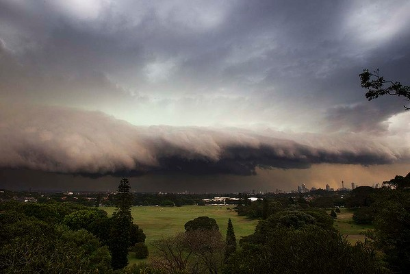 Storm rolls in to Sydney