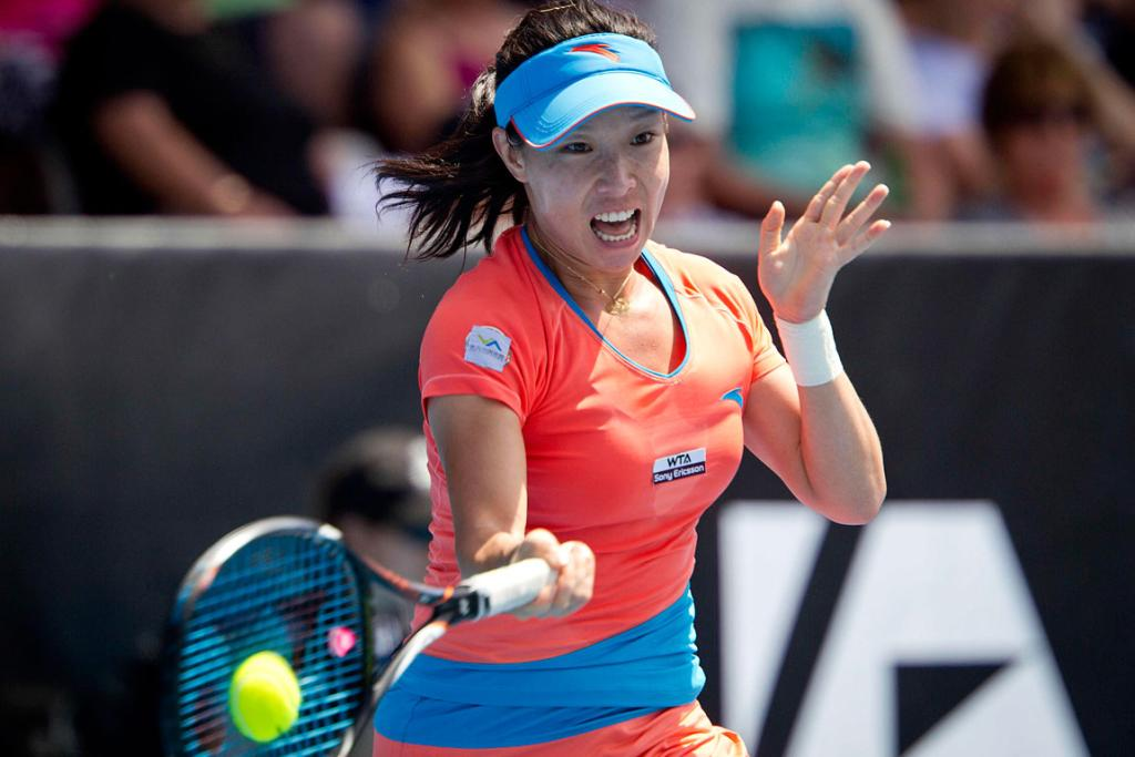 Jie Zheng takes on Svetlana Kuznetsova in the semi finals.