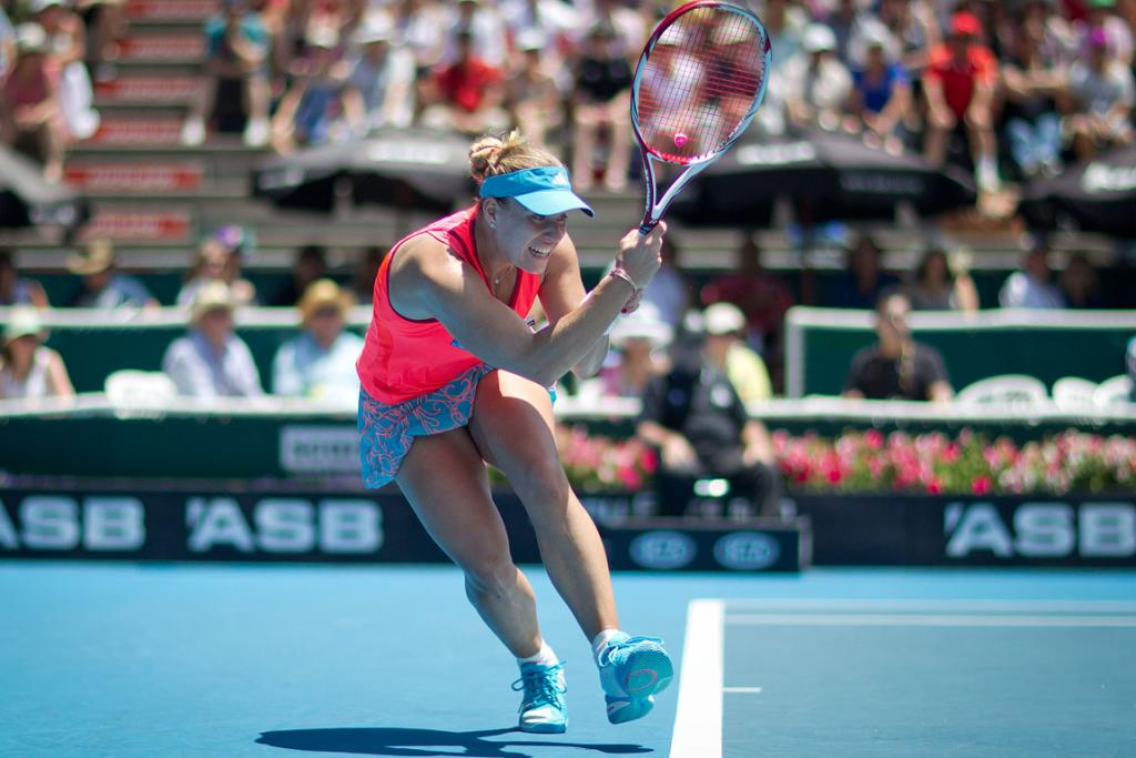 Angelique Kerber takes on Flavia Pennetta in the semifinals.