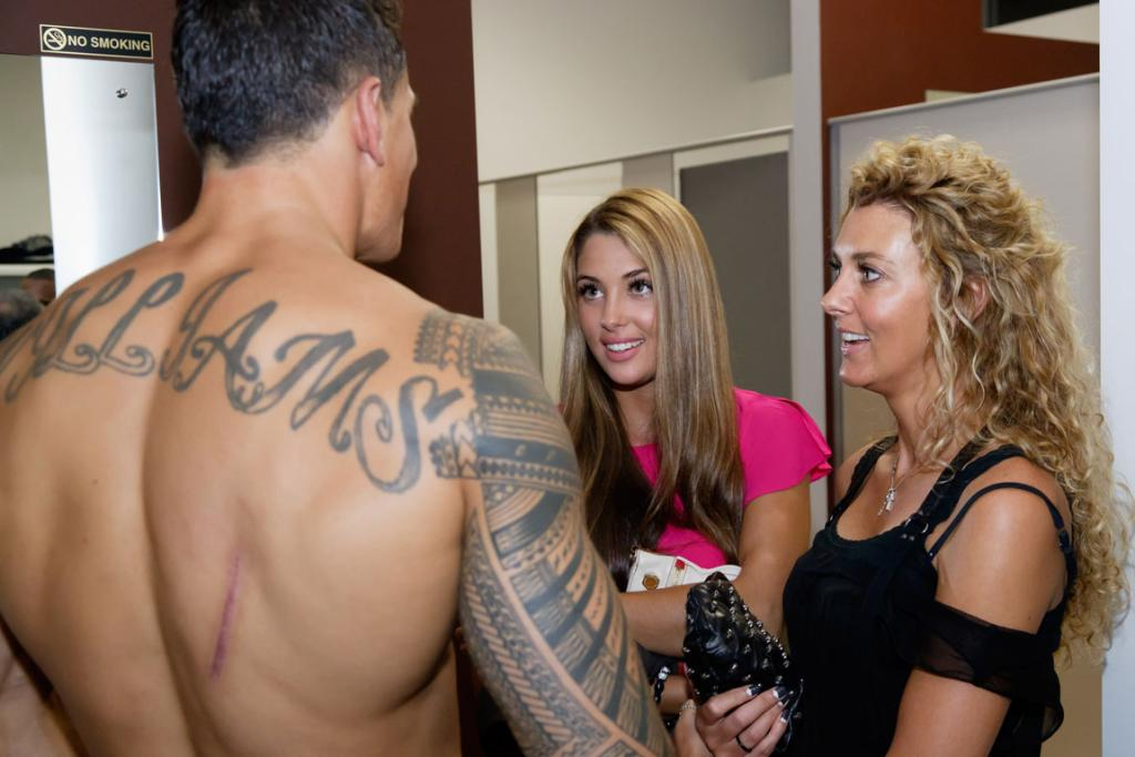 Sonny Bill Williams relaxes with Jaime and Sally Ridge after the fight.