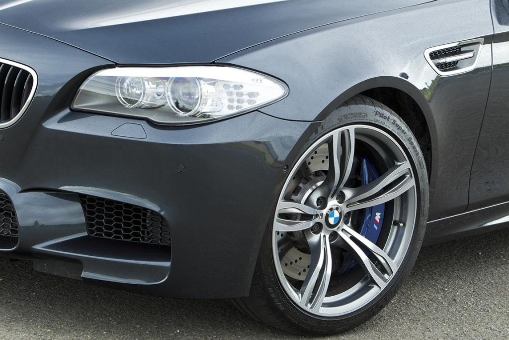 M5: Headlight and front wheel