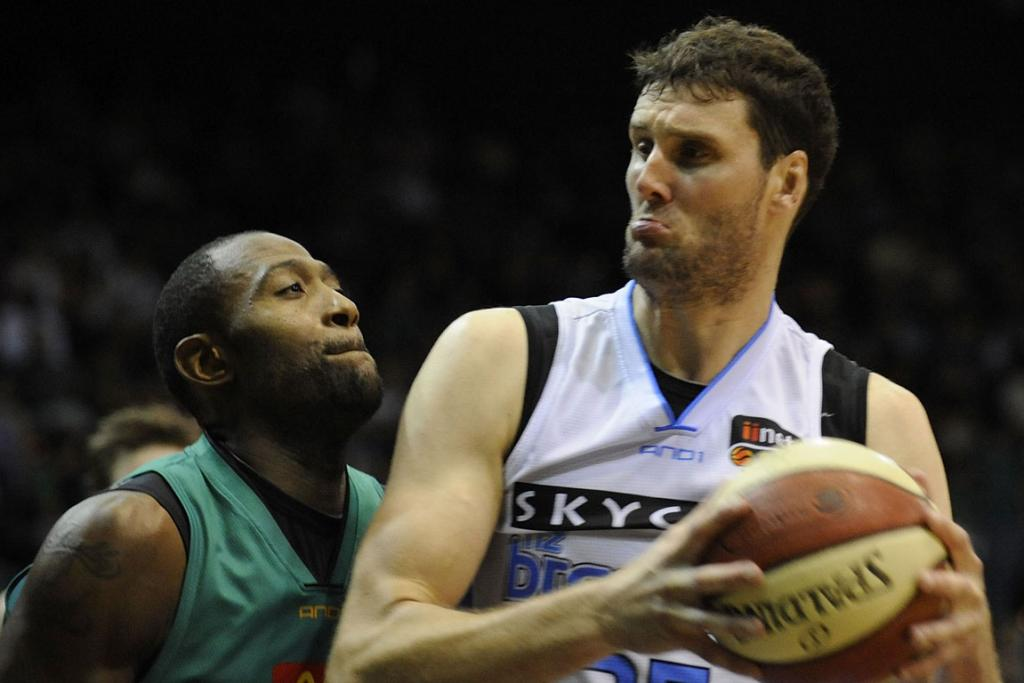 Alex Pledger (right) of the Breakers contests for the ball with Elvin Mims of the Townsville Crocodiles.