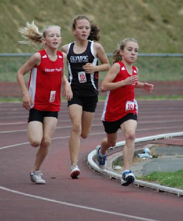 Lucy England (left) and Phoebe McKnight on the way to 1st and 3rd in the 10 girls 800m.