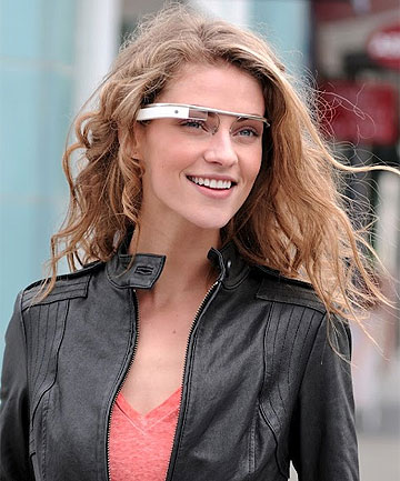 HUD: Google plans to release internet glasses with a heads-up display.