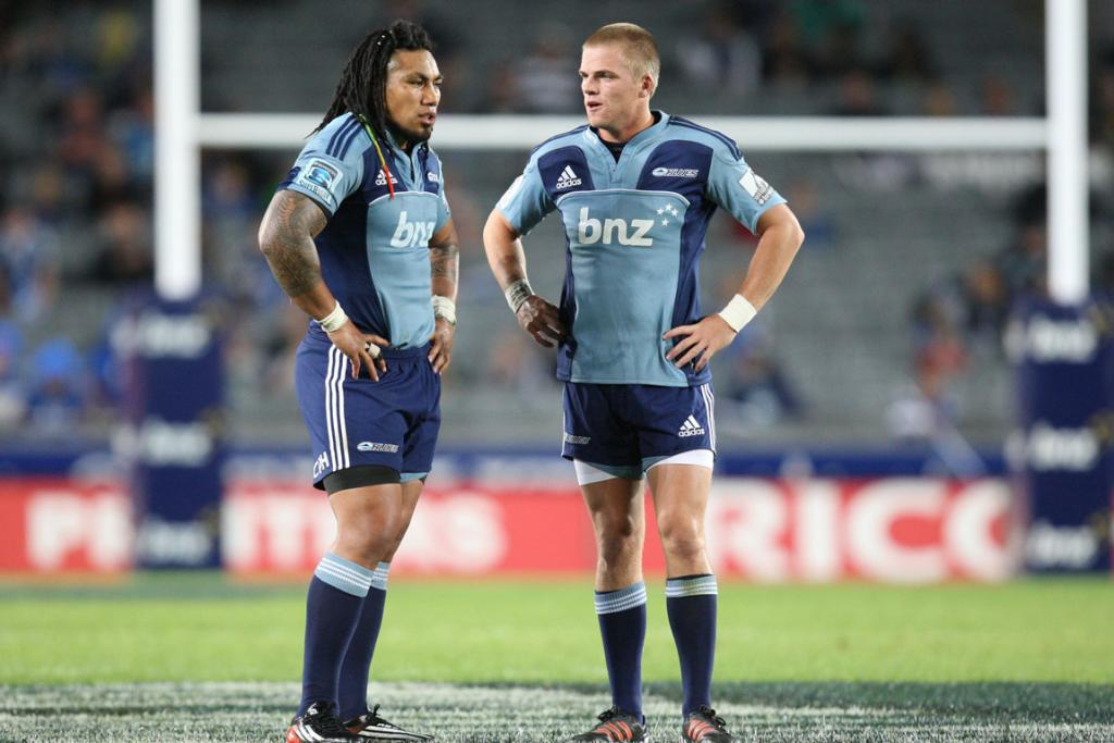 Ma'a Nonu and Gareth Anscombe discuss tactics during the Blues' loss to the Sharks.