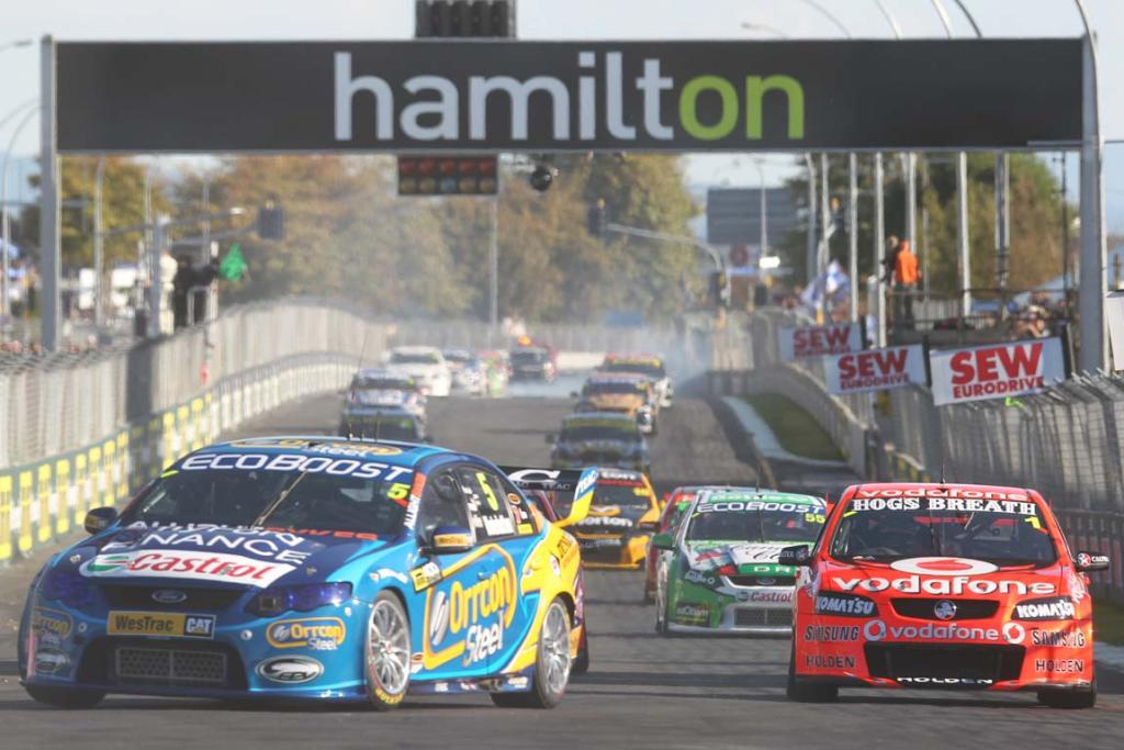 The V8 Supercars roared on the Hamilton street circuit for the final time.