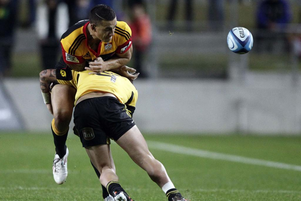 TJ Perenara tackles Sonny Bill Williams