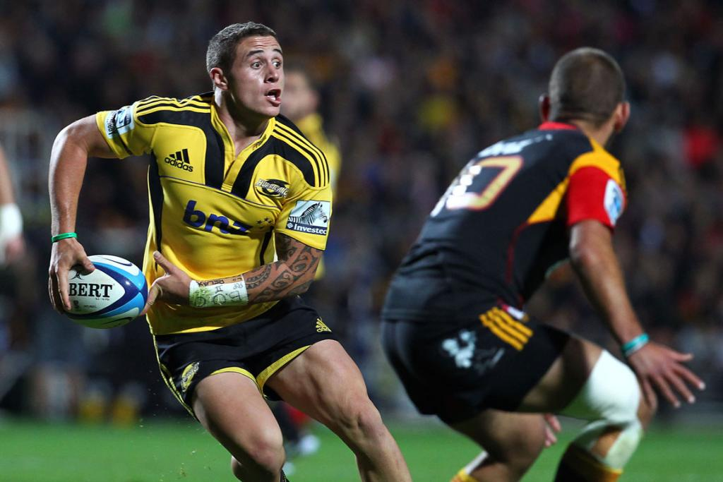TJ Perenara tries to get past Aaron Cruden of the Chiefs.