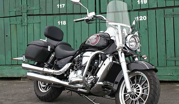 HYOSUNG FLAGSHIP: Cruiser is a surprsingly competent ride with better ground clearnce than most of its type.