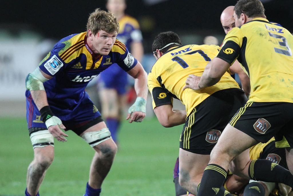 Adam Thomson of the Highlanders lining up a tackle on Jeffery Toomaga-Allen of the Hurricanes.