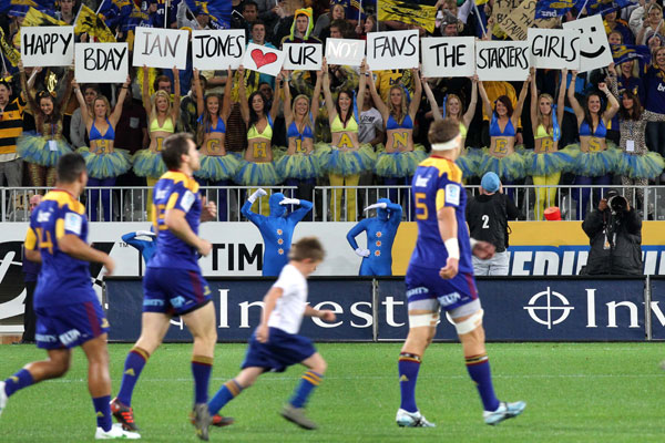 Highlanders fans show their support.