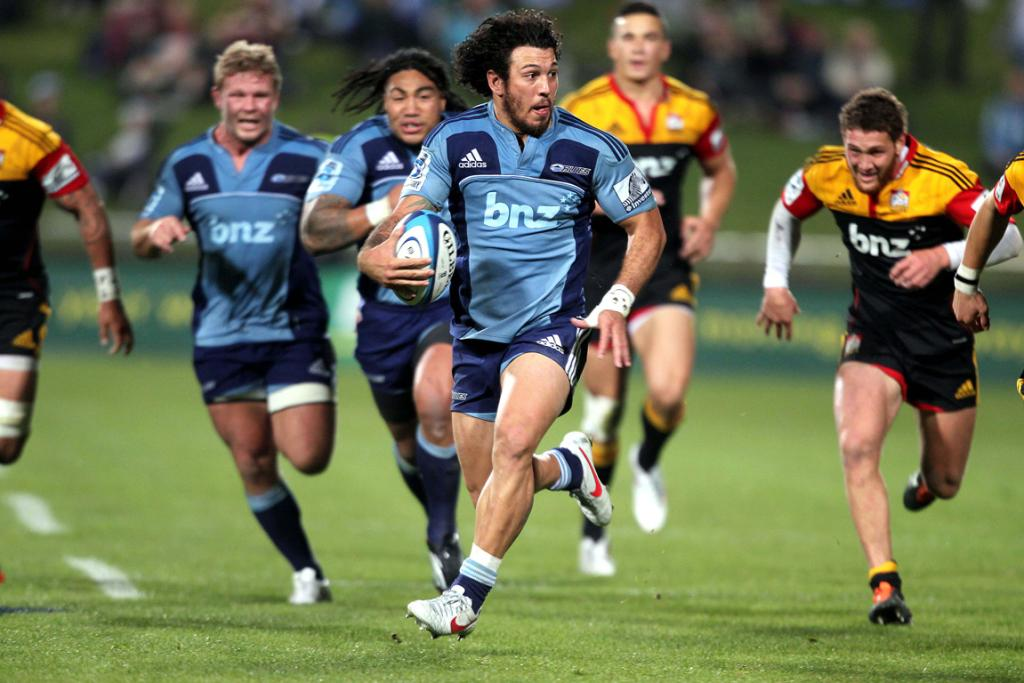 Rene Ranger sets up the Blues' second try.
