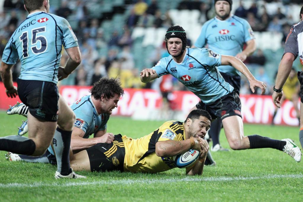 Motu Matu'u of the Hurricanes scores try against the Waratahs.