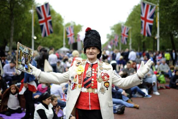 Royal fan William Wallace waits on The Mall for the start of the Diamond Jubilee concert for Britain's Queen Elizabeth in London.