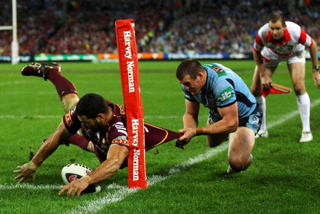 Greg Inglis goes over for his Queensland record 14th Origin try.
