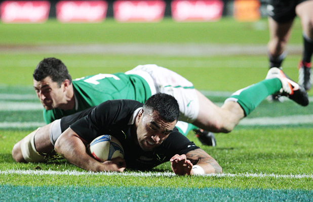 Liam Messam scoring a try.