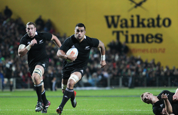 Liam Messam on his way to scoring a try.