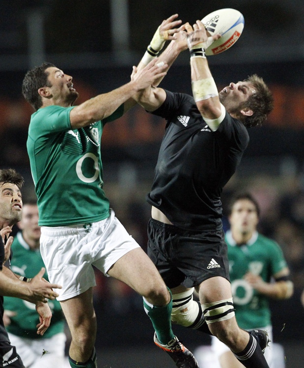 Rob Kearney and  Richie McCaw compete for the ball.