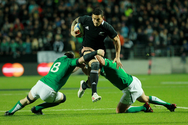 Peter O'Mahony attempts to tackle Sonny Bill Williams.