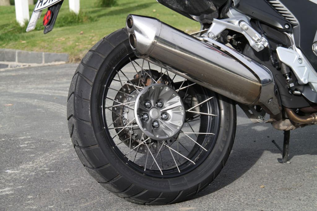 Single swing-arm: Shaft final drive on the Honda VFR1200X Crosstourer appears to be engineered to easily withstand long term wear and tear.