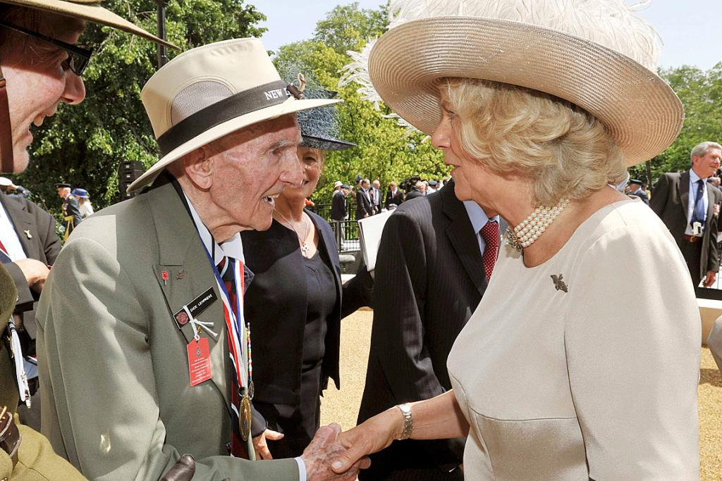 Camilla, the Duchess of Cornwall, talks to former airman Dick Lempriere of the NZRAF.