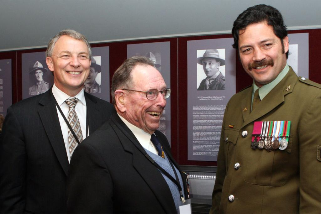 Phil Goff, Corporal Willie Apiata and George Grant look over returned medals.