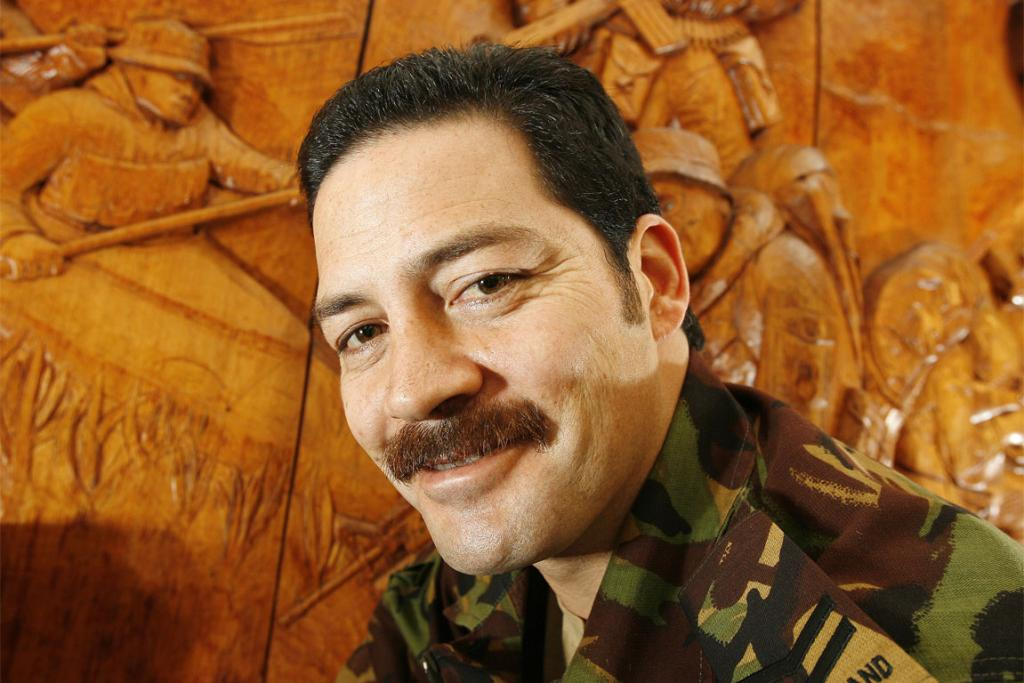 Willie Apiata, victoria cross winner with SAS carving at Papakura army base.