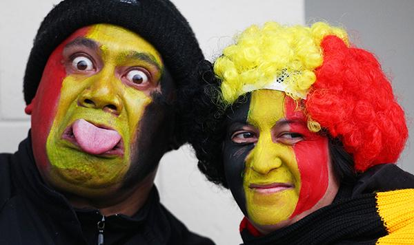 Jason Hina and Charmaine Anderson get ready to cheer for the Chiefs.jpg