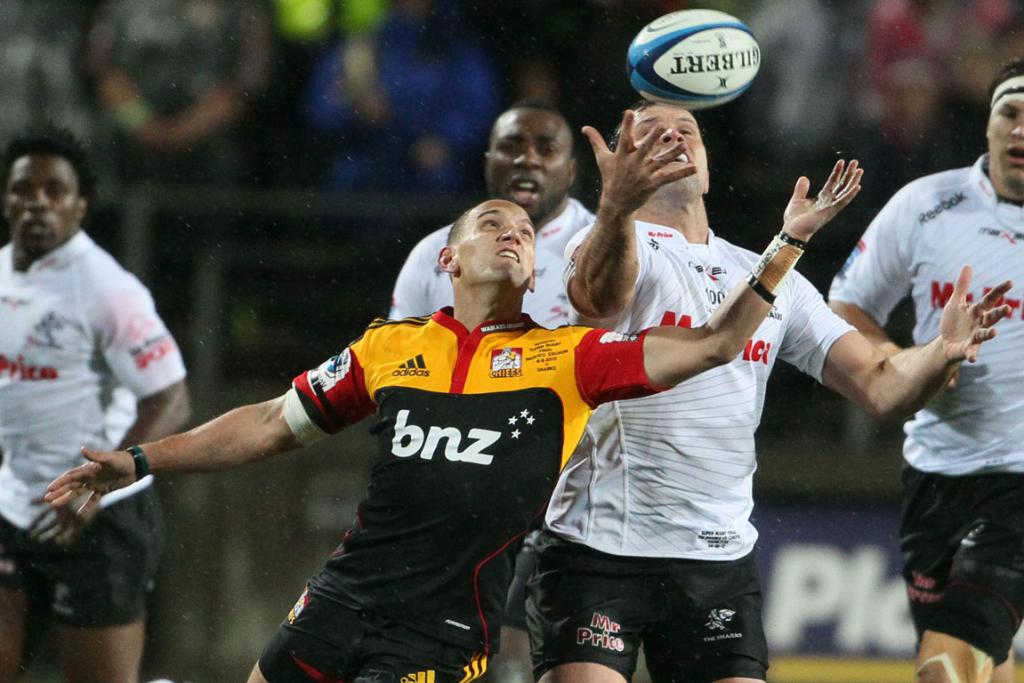 Chiefs first-five Aaron Cruden and Sharks hooker Bismarck Du Plessis compete for the ball.