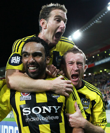 The Wellington Phoenix will play a pre-season game against the Western Sydney Wanderers in Christchurch next month.