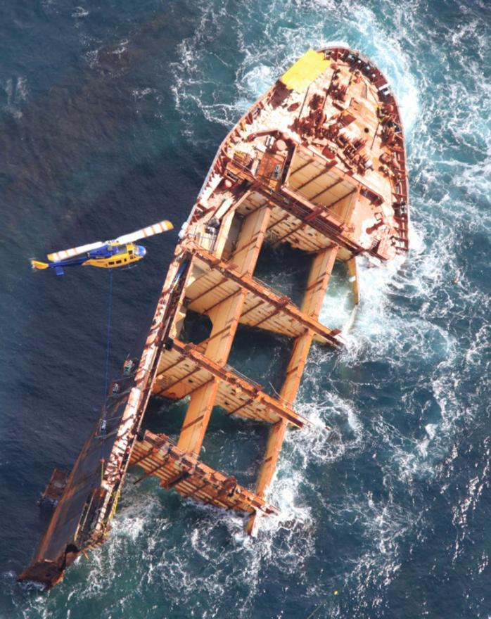 The wreck of the Rena is removed.